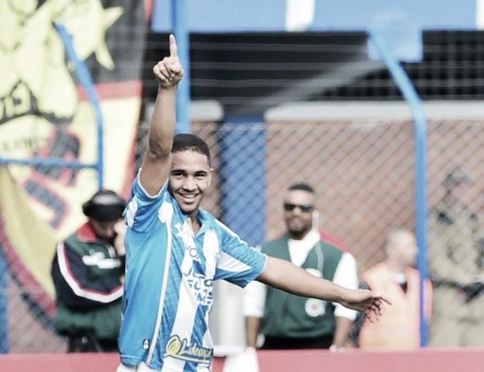 Morre Renanzinho, jogador do Avaí, aos 20 anos