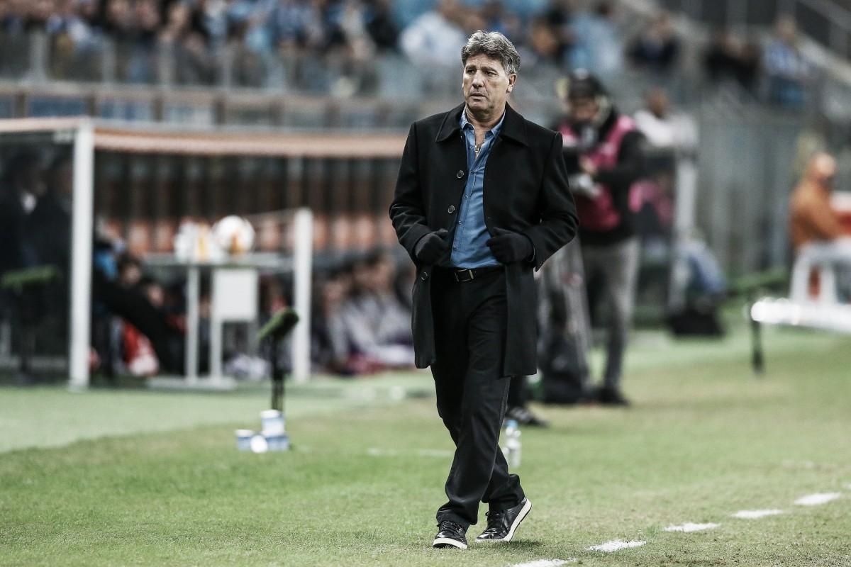 """Insatisfeito com condição do campo, Renato dispara: """"É inaceitável não cuidar do gramado"""""""