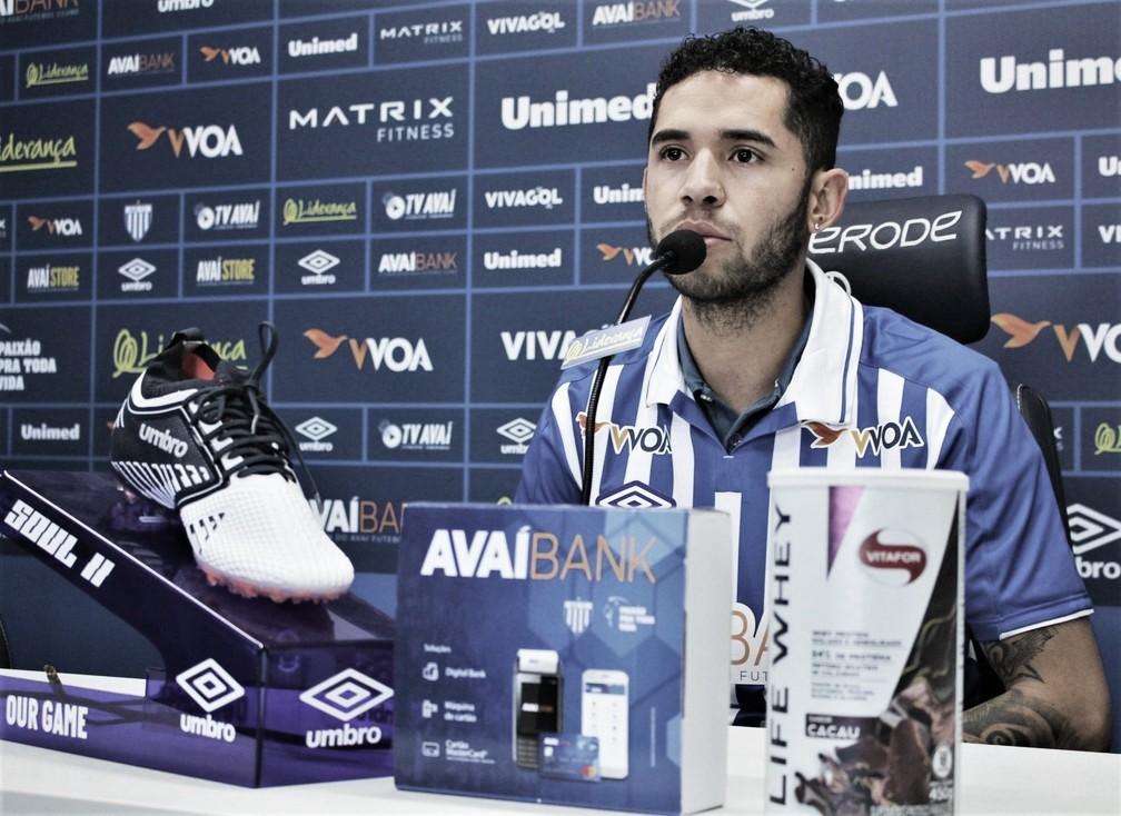"""De volta para terceira passagem no Avaí, Renato afirma: """"Me arrependi de ter saído"""""""