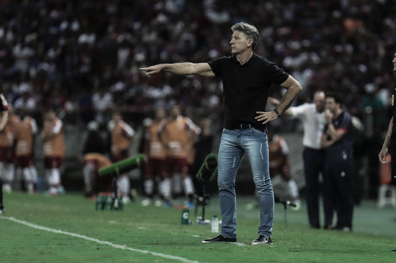 """Após derrota, Renato admite foco no Flamengo: """"Difícil jogar o Brasileiro e não pensar nesse jogo"""""""