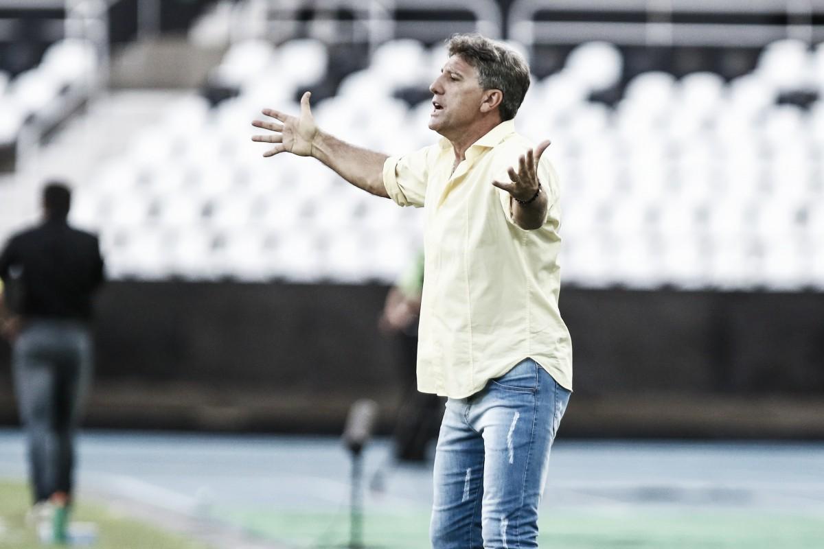 """Renato Portaluppi justifica escolha por time reserva após derrota: """"Não tem outro jeito"""""""
