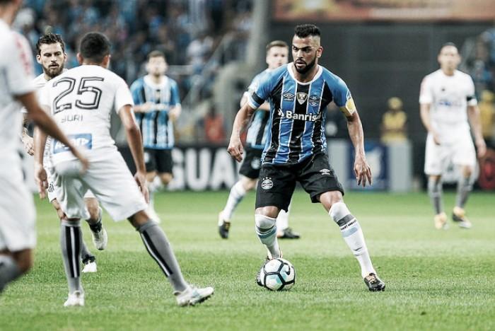 Jogadores do Grêmio destacam predomínio da retranca do Santos e lamentam empate na Arena