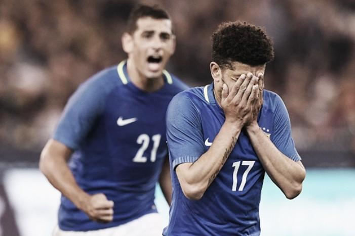 """Taison se emociona ao comemorar primeiro gol pela Seleção: """"Todo menino sonha com essa camisa"""""""