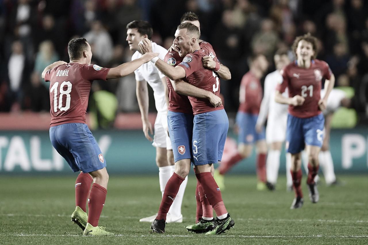 La República Checa vence en Praga a Inglaterra y aprieta el grupo A
