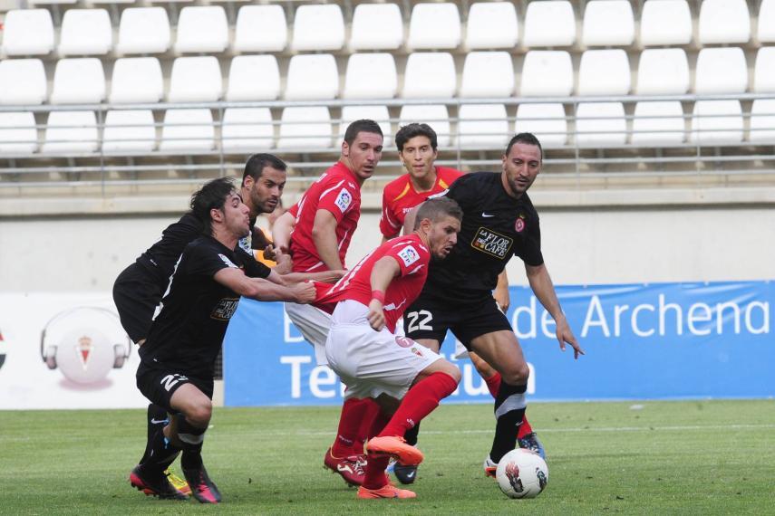 El Girona gana al Real Murcia, y evita ser cuarto por la cola