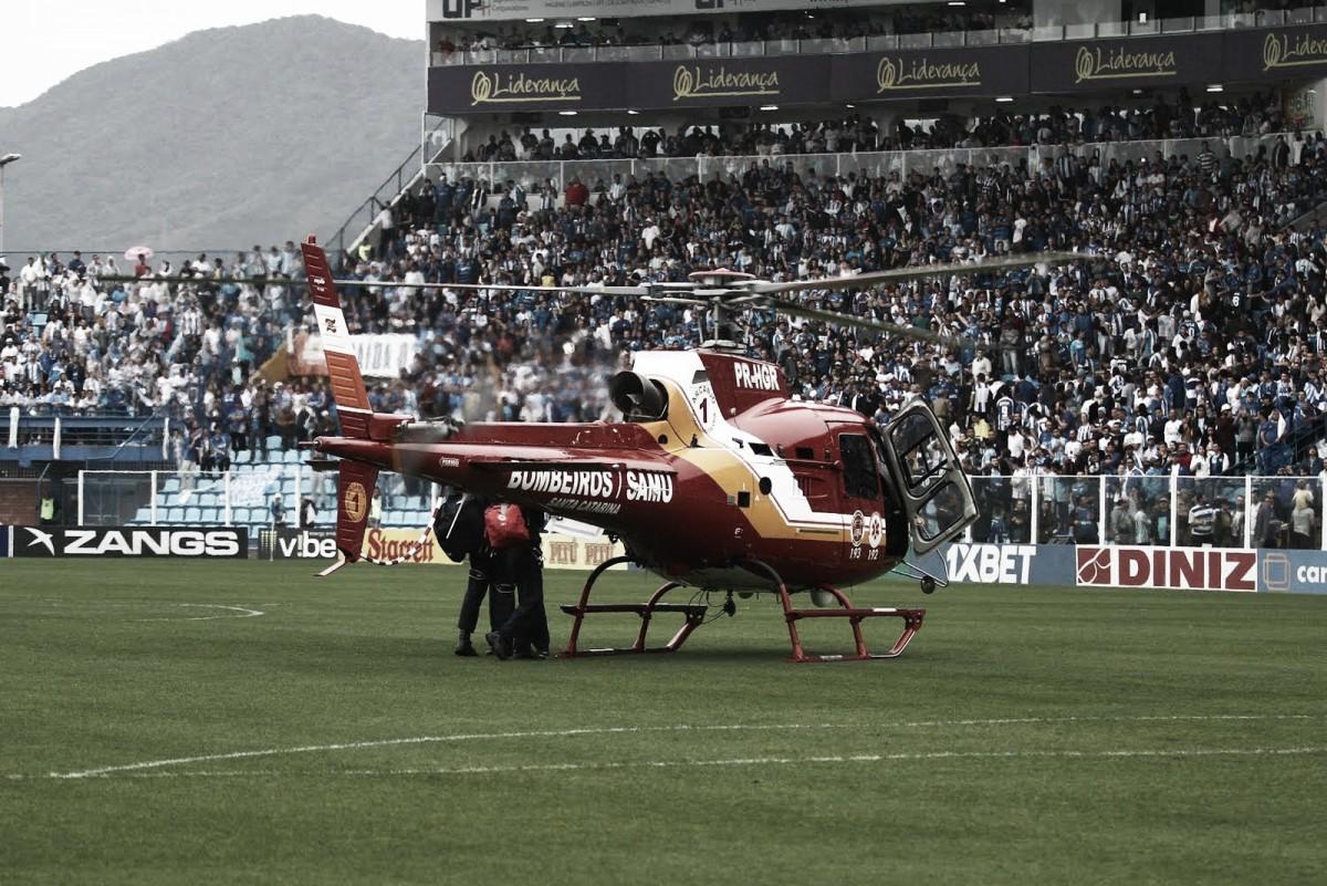 Torcedor do Figueirense cai da arquibancada em clássico contra Avaí e é socorrido de helicóptero