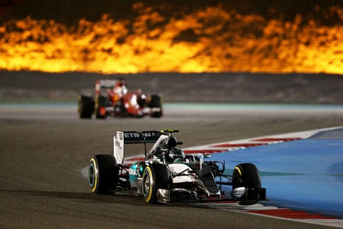 Vuelta al 2015. GP de Barhéin: Lewis Hamilton se embala hacia la cima