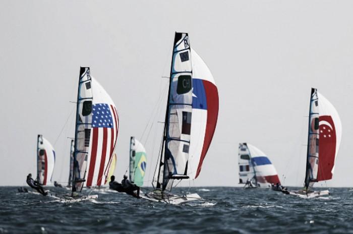 Vela: Brasileiras terminam dia em terceiro na classe49er FX, final da Laser é adiada