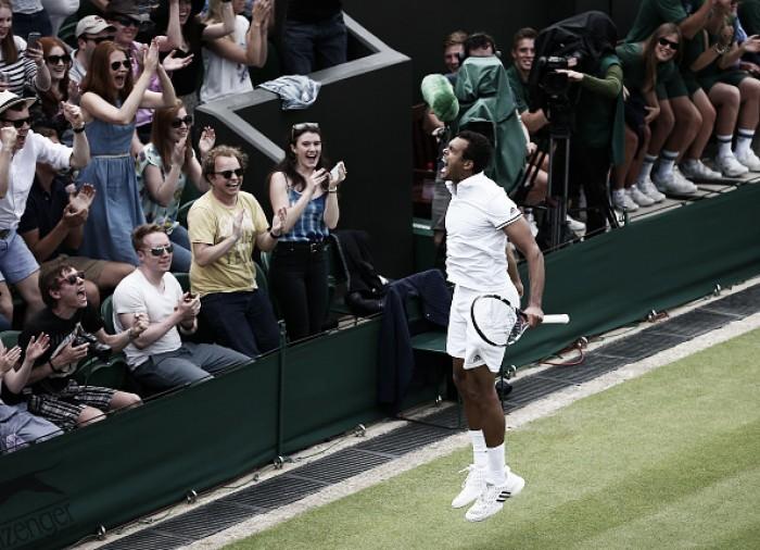 Em jogo de cinco sets, Tsonga vence Isner e avança em Wimbledon