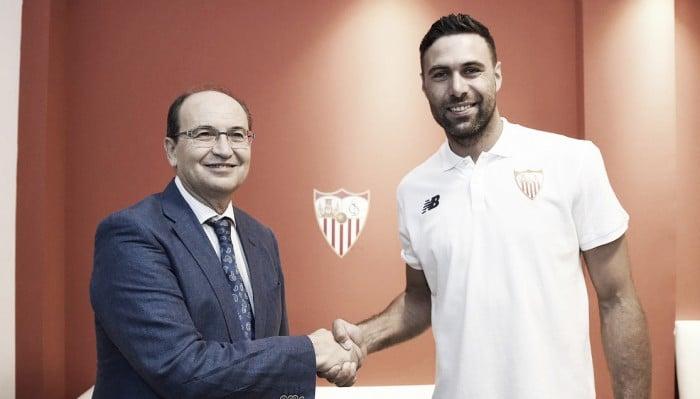 Sevilla acerta empréstimo do goleiro Salvatore Sirigu junto ao PSG