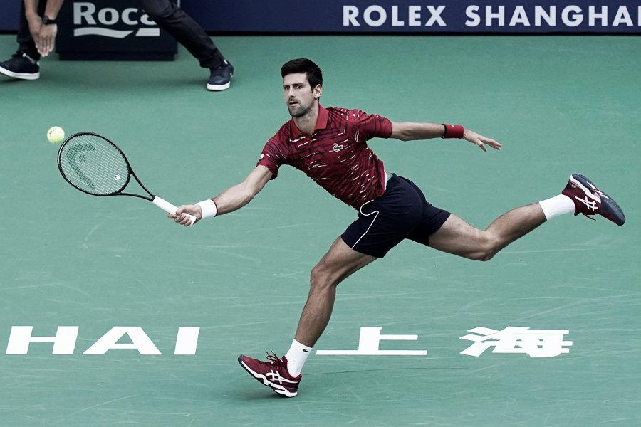 Djokovic y Federer siguen a paso firme en Shanghái