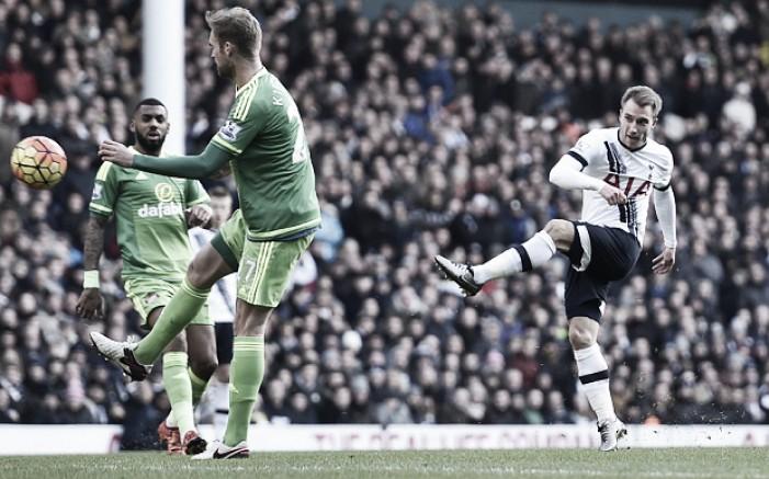 Tottenham vira sobre o Sunderland, goleia e encosta nos líderes do Inglês