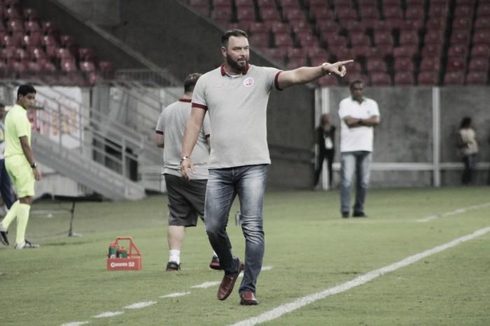 """Roberto Fernandes exalta seus jogadores após vitória no Clássico: """"Fizemos um jogo que planejamos"""""""
