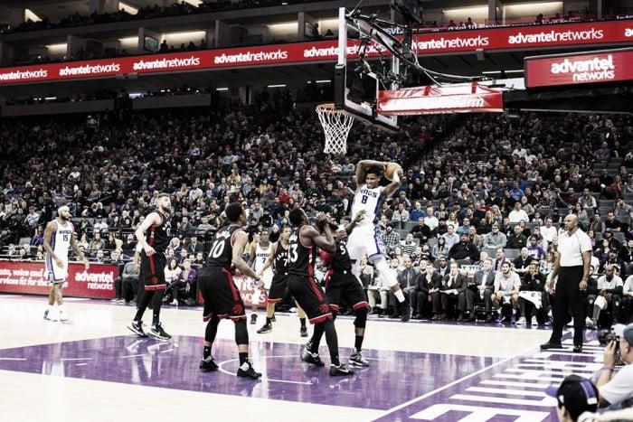NBA, Sacramento beffa i Raptors. Denver domina contro i Jazz