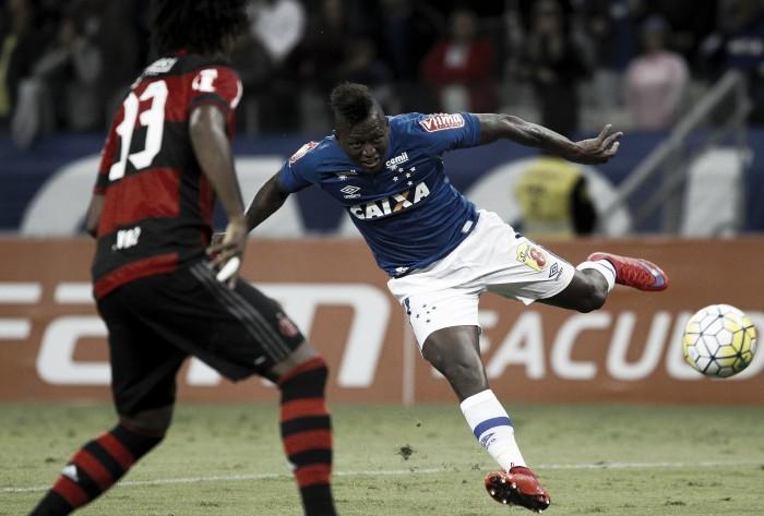 """""""Tiraram minha felicidade para jogar nesta merda"""", afirma Riascos, afastado pelo Cruzeiro"""