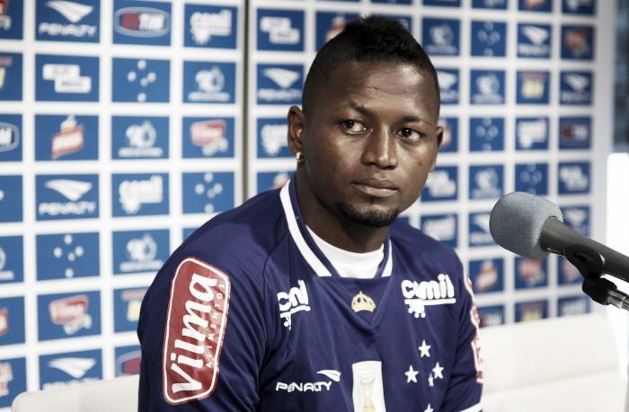 """Riascos nega ter ofendido Cruzeiro: """"Disse aquilo porque estava cheio e queria sair do clube"""""""