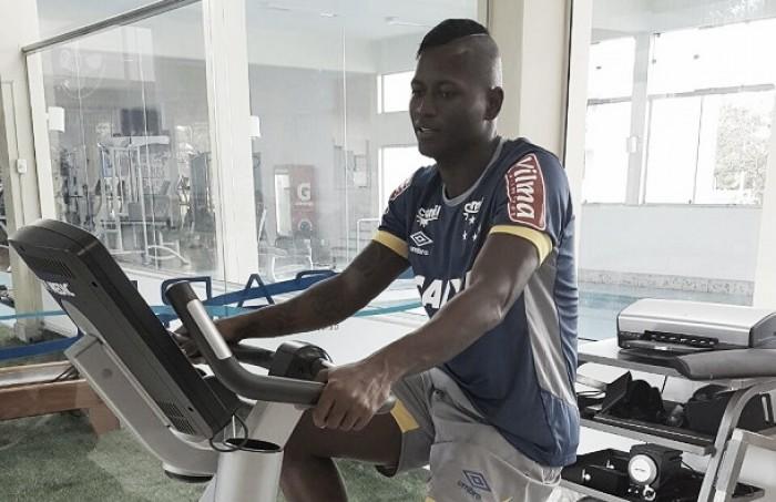 Reintegrado ao elenco do Cruzeiro, Riascos será avaliado com cautela por Paulo Bento