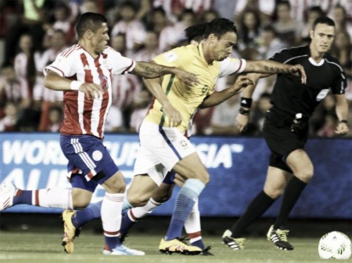 Dani Alves salva il Brasile, ma che fatica in Paraguay