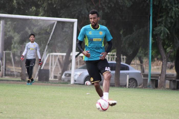 """Richard Okunorobo: """"Pelearé para concretar el regreso a Primera División"""""""