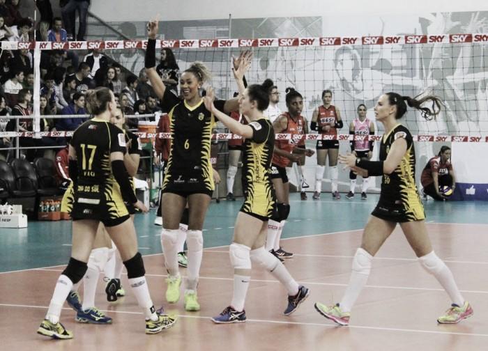 De virada, Rio do Sul supera Sesi-SP na estreia da Superliga Feminina de Vôlei