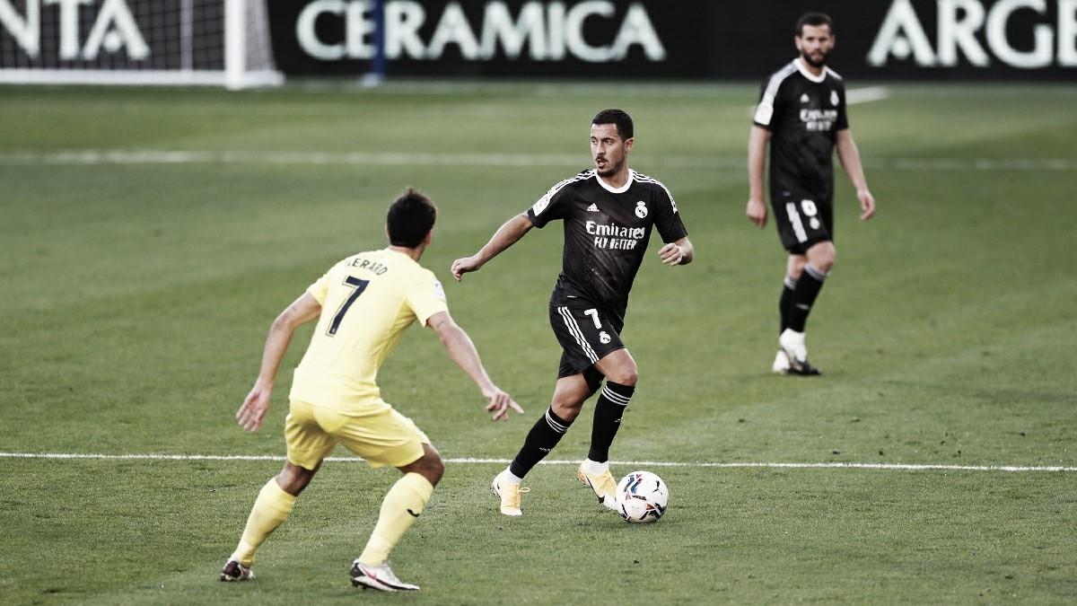 Hazard con el balón ante la presión de Gerard Moreno. Fuente: Real Madrid