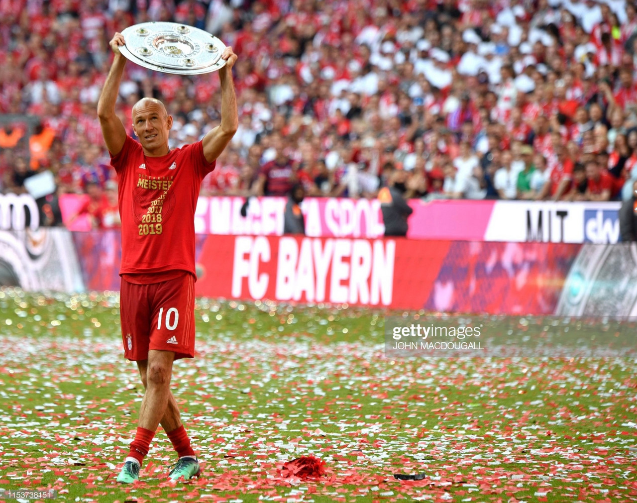 Ajern Robben retires from football