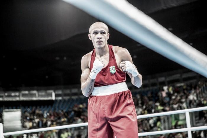 Robenílson de Jesus estreia com vitória e vai às oitavas de final no boxe