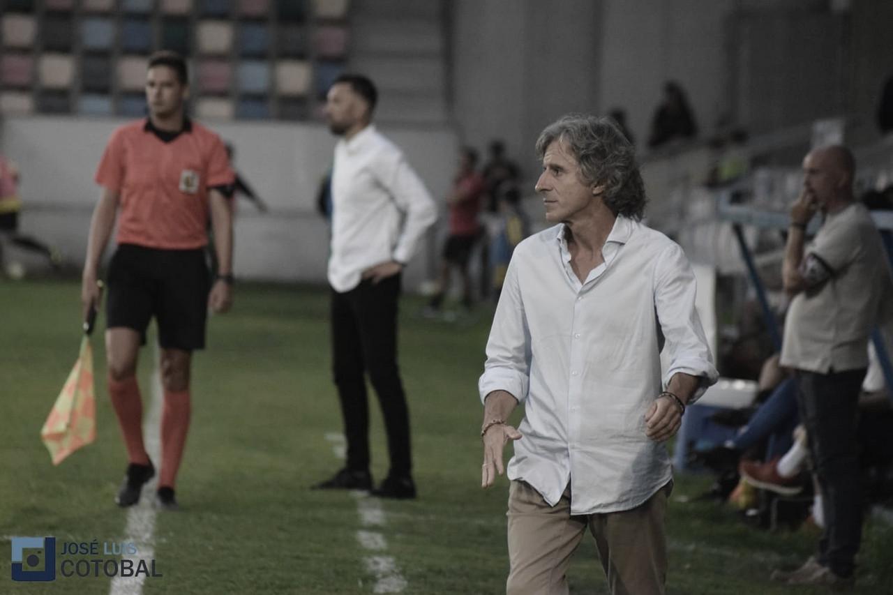 """Roberto Aguirre: """"Estuvo para cualquiera de los dos equipos, le doy la enhorabuena al Barakaldo"""""""