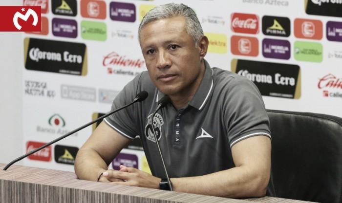 Roberto Hernández levanta la mano para continuar como estratega rojiamarillo