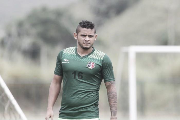 Milton Mendes garante estreia do lateral Roberto e confirma Santa Cruz para clássico contra Sport