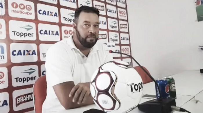 Roberto Fernandes faz mistério e não define time titular do Náutico