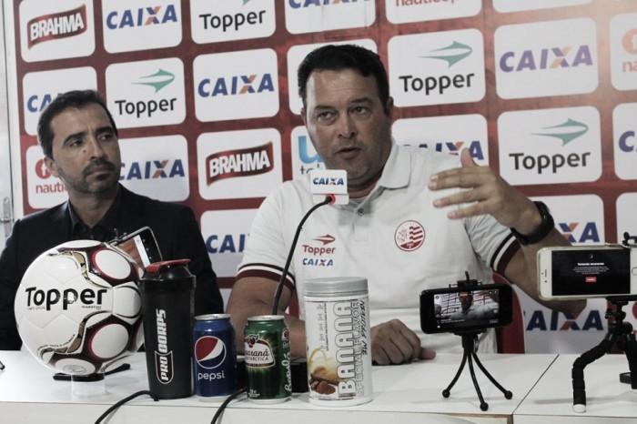 Após vitória, Roberto Fernandes exalta atitude do grupo: ''Já vejo alegria''