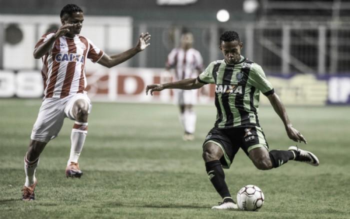 """Roberto Fernandes minimiza pancada de Bruno Mota: """"Choque normal com o zagueiro"""""""