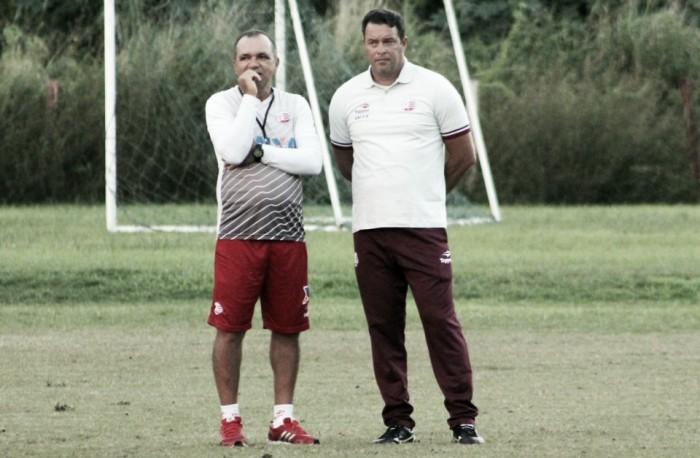Roberto Fernandes volta a mexer no Náutico e deixa escalação em aberto contra América-MG