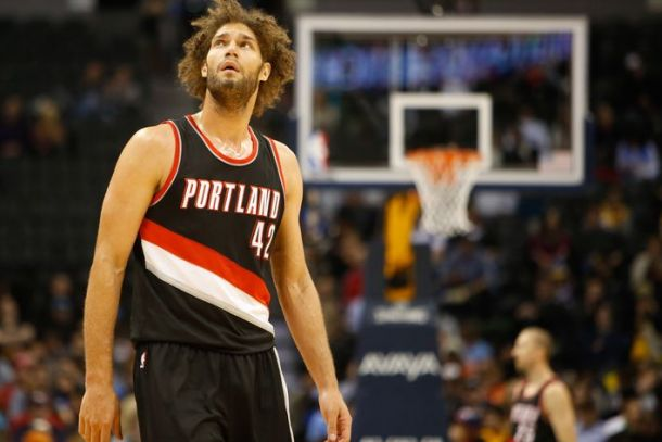 Robin Lopez Fractures Hand, Will Be Out For One Month