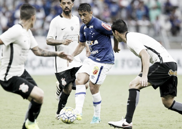 Com homenagem a amigo e bela atuação, Robinho encerra ano com futuro incerto no Cruzeiro
