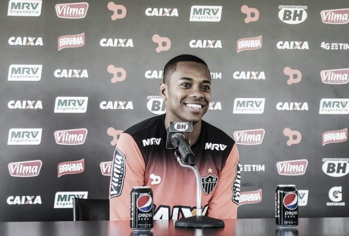 """Cobrado pela torcida, Robinho assume não estar 100%: """"Tenho muito que melhorar ainda"""""""