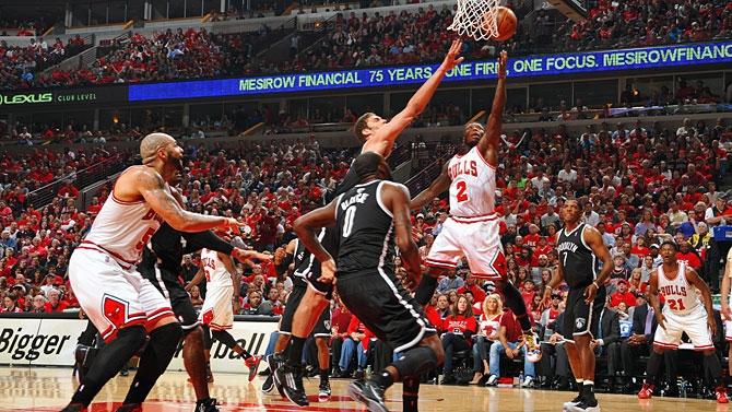 Em jogo emocionante, Bulls vence Nets e está a uma vitória da classificação