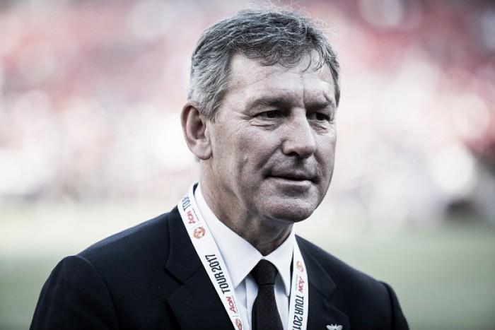 Ex-capitão da Inglaterra, Bryan Robson não vê nenhum jogador preparado para função