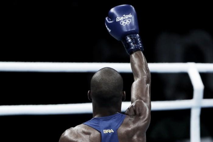 Brasil garante ao menos medalha de bronze no boxe com Robson Conceição