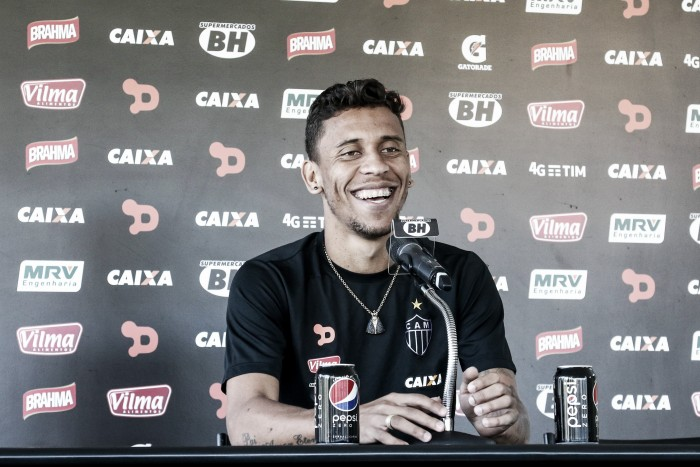"""Marcos Rocha aprova Tite na Seleção e mira convocações: """"Treinador que observa bastante"""""""
