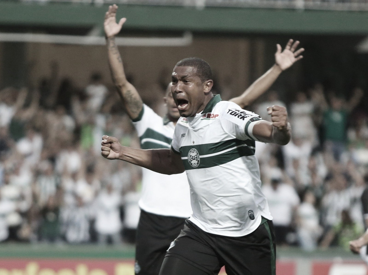 Coritiba vence Figueirense e pula para vice-liderança da Série B