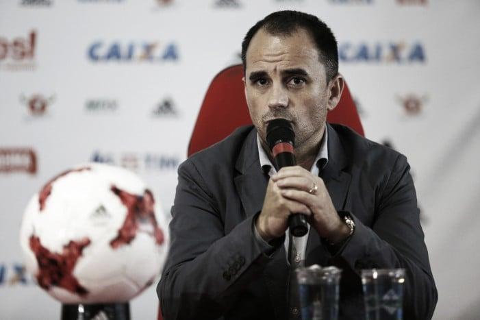 Besiktas anuncia saída de central para o Flamengo e compra de Erkin