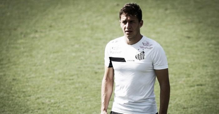 Com elenco inflado, Santos negocia os meias Serginho e Ronaldo Mendes