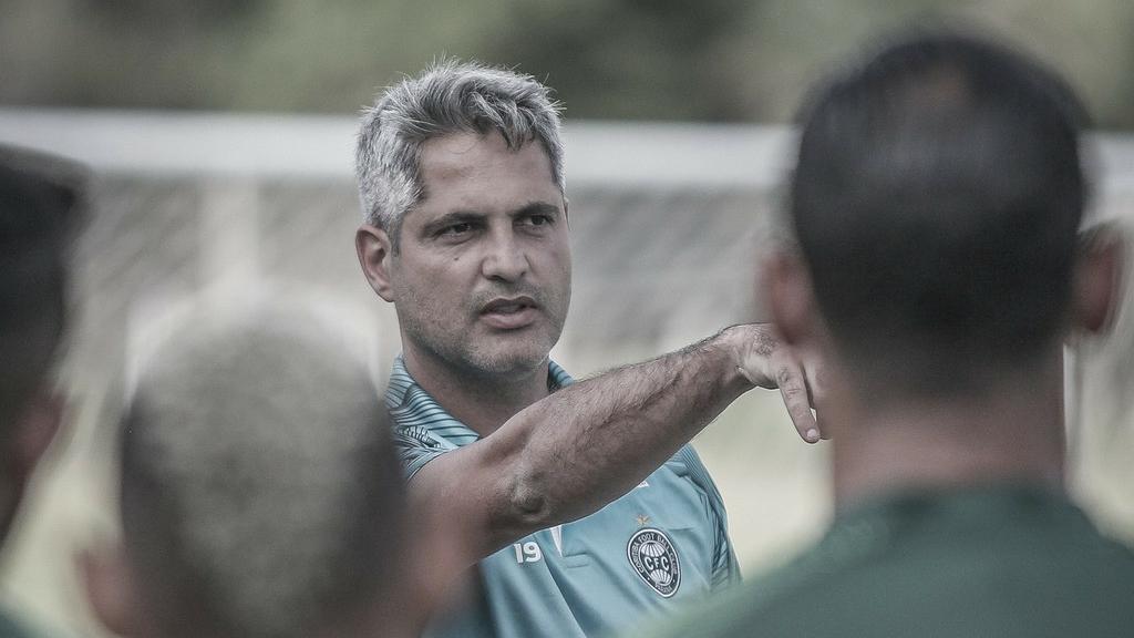 Após seis jogos no comando, técnico Rodrigo Santana é demitido do Coritiba