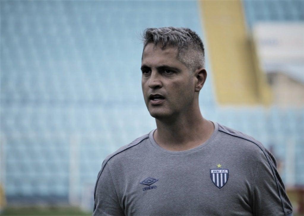 Técnico Rodrigo Santana deixa Avaí após cinco partidas e uma derrota