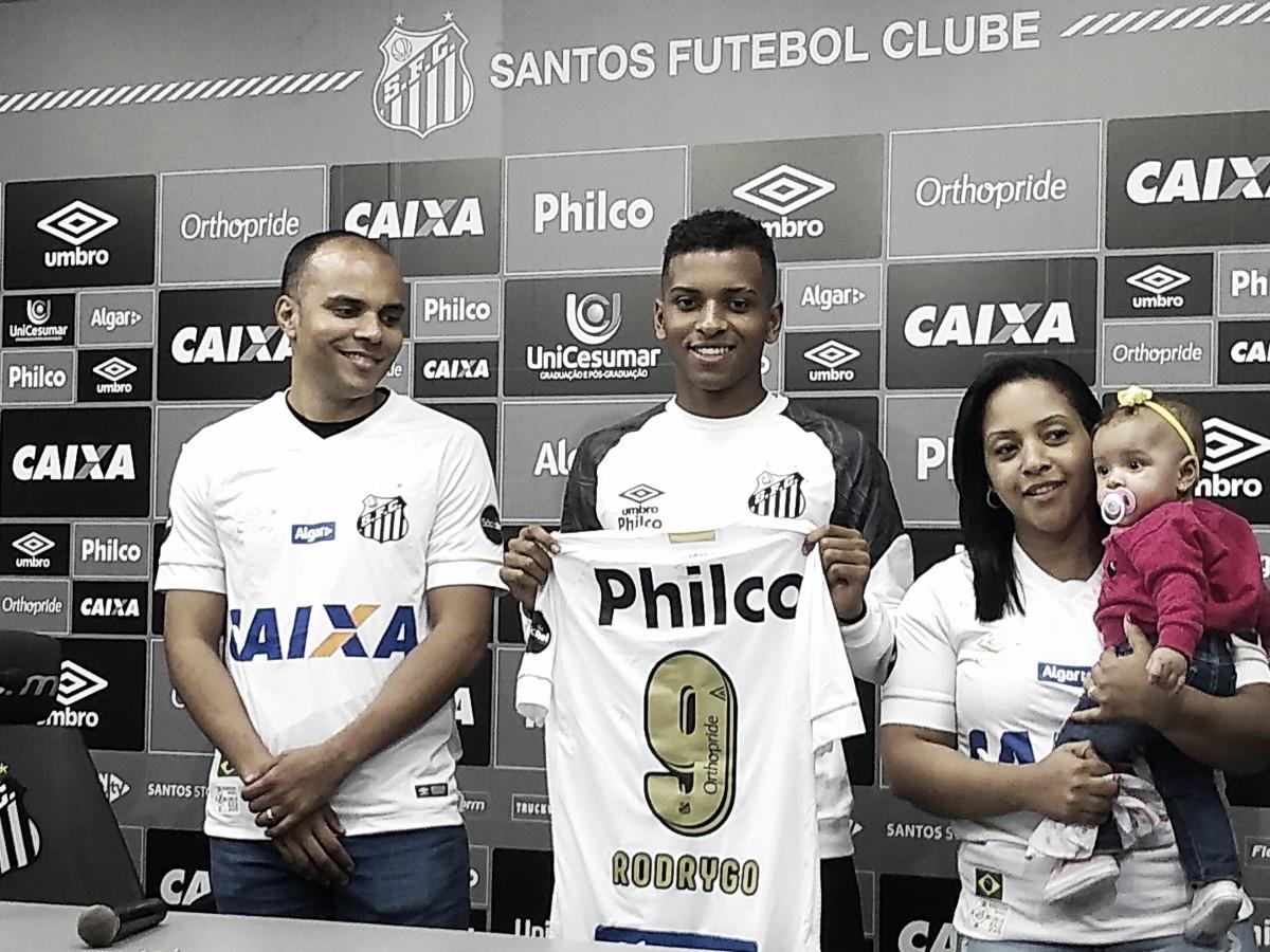 """Rodrygo brinca sobre participação em gol contra o Flamengo: """"Foi uns 95%"""""""
