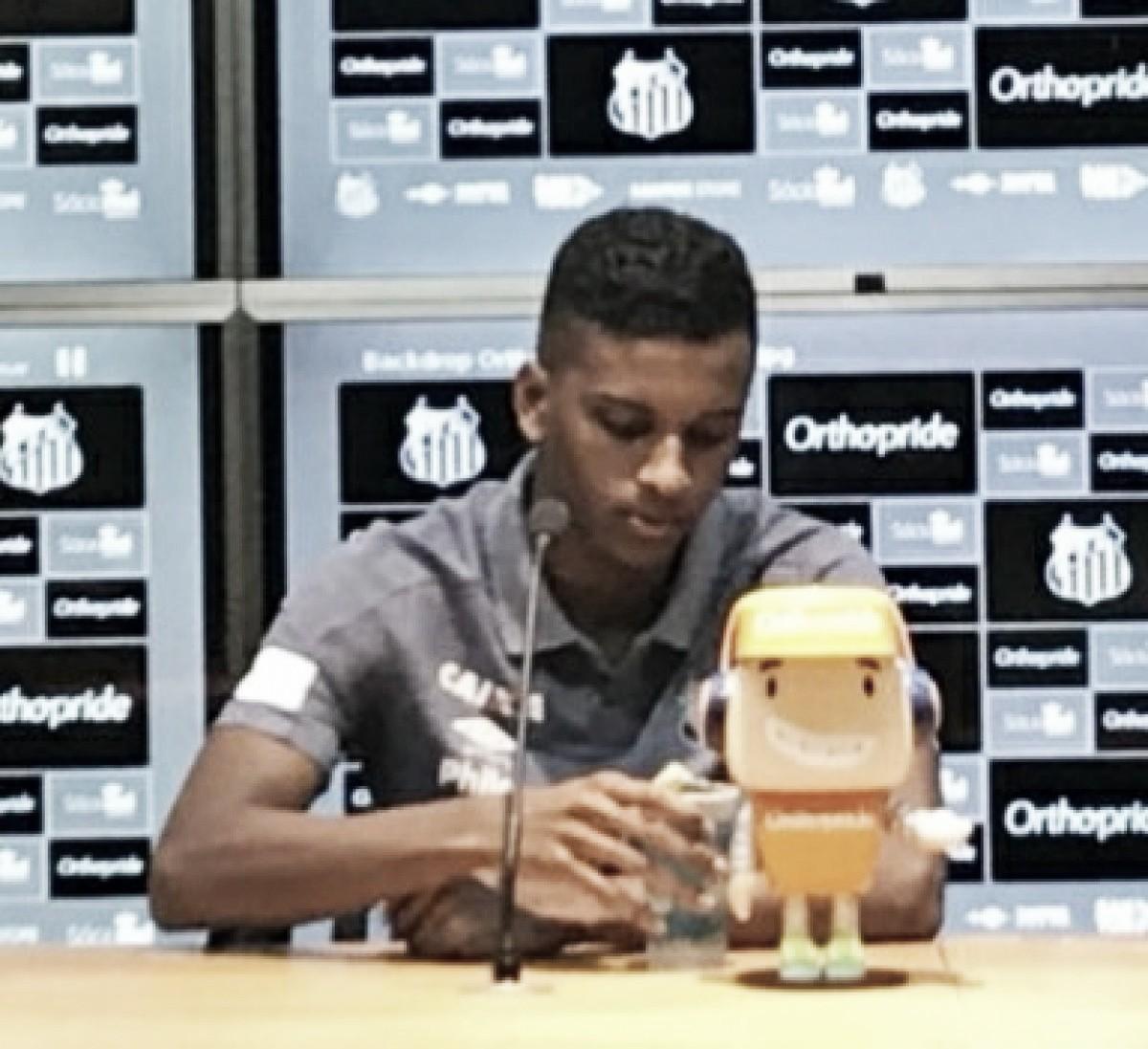Rodrygo desconhece proposta do Barcelona e não se vê no nível do clube espanhol