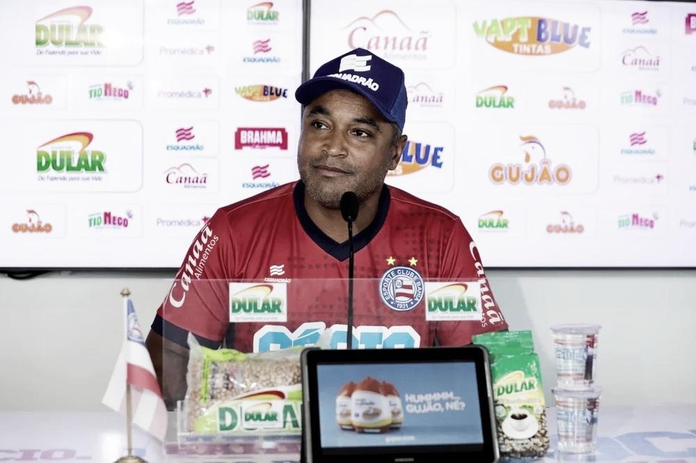 """Após triunfo contra o São Paulo, Roger Machado comenta sistema com três volantes: """"Foi estratégia"""""""