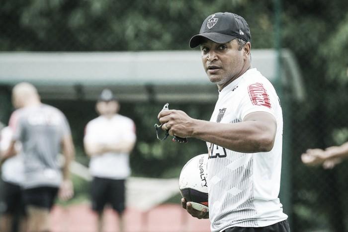 Roger segue à procura de equilíbrio e melhor formação tática no Atlético-MG
